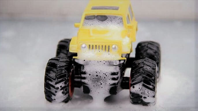 step-of-clean-rc-truck
